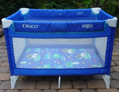 7a4e9230e9e This is a basic Graco Pack 'N Play. It is primarily royal blue and has a  white frame. It does not have wheels. There are no accessories.